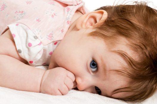 Baby der mangler en sutteklud